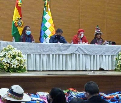 Se desarrolló el Primer Encuentro de Madres Trabajadoras en homenaje al Día de la Madre boliviana